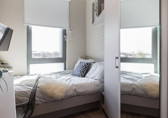 Luxury Airy Ensuite Studio Like & Room With Wifi, GYM, SPA, Near Shops and Station