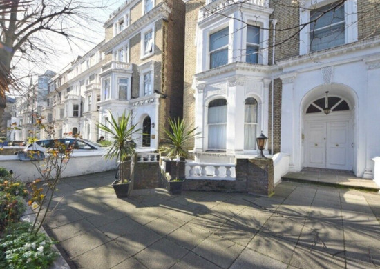 One Bedroom Property with An Living Room, SW10, £400