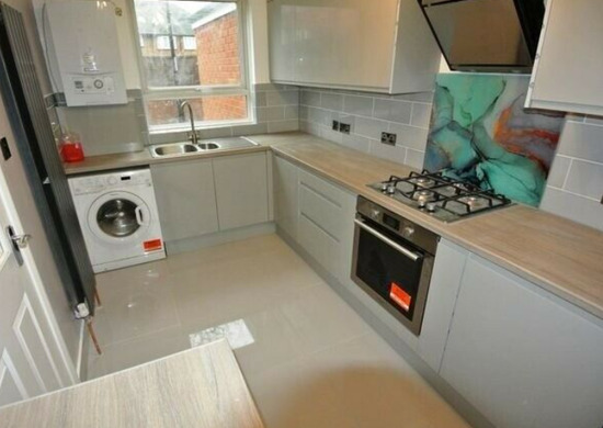 Brand Newly Refurbished 2 Double Bedroom Flat with Garden & off St Parking