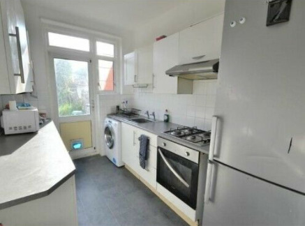 Medium Room in Preston Road Wembley for £500 Pm Including All Bills Fully Furnished