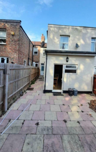 Private Landlord, 5 Bedroom House, 2 Bathrooms Available Now!-7