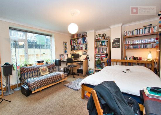 Sensational 4 Bed House With Study Room Plus Garden-2