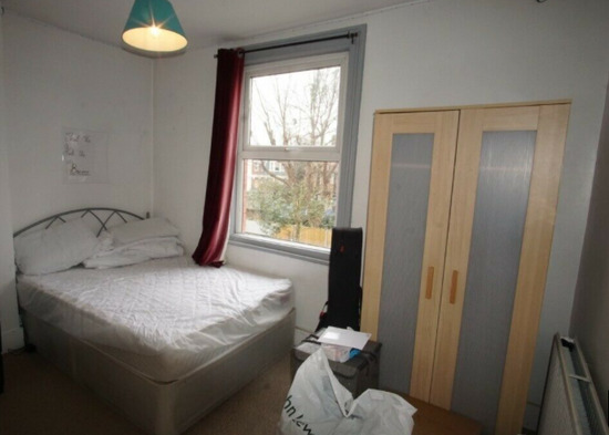 Impressive 5/6 Bedrooms Semi-Detached House Available to Rent-4