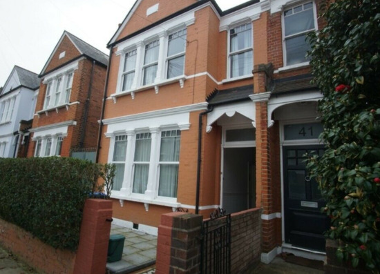 Impressive 5/6 Bedrooms Semi-Detached House Available to Rent-9