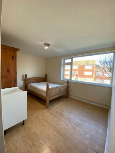Spacious Master Room in Romford for Single Lady