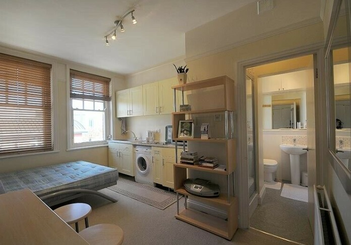 Studio Flat by Hammersmith Station