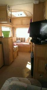 2002 Elddis Avanti 475 5 birth thumb 6