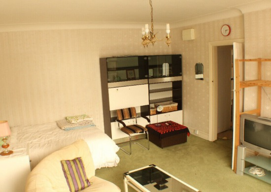 Close to Station. Best Location. Big Studio. Double Bed