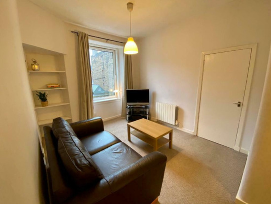 Charming Second Floor One-Bedroom Flat
